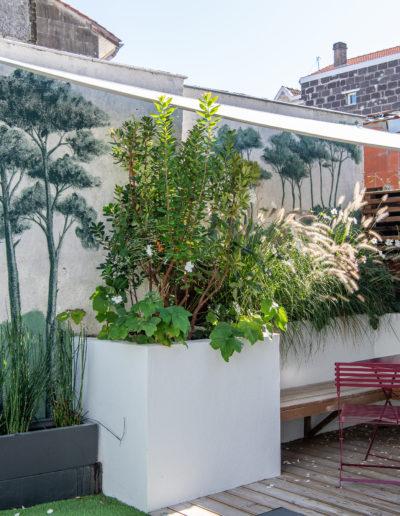 Décor mural et conseil en aménagement d'une cour extérieure d'une échoppe bordelaise